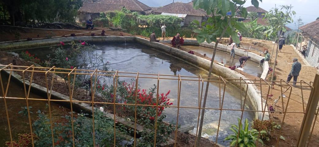 Image : Rutinitas Bersih bersih kolam dan sanggar seni tiap menjelang Merti Desa